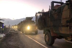 Турция перебросила дополнительные войска на границу с Сирией