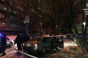 На Оболони напали на таксиста и угнали автомобиль