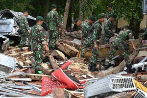 Цунами в Индонезии: число жертв возросло до 373