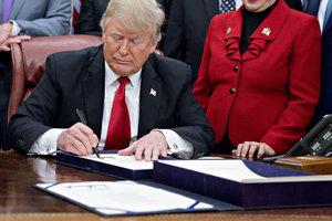 Трамп выдал разрешение на строительство еще одного участка стены на границе с Мексикой