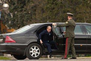 Путин начал экономить: топ-чиновников в России пересадят с немецких авто на корейские