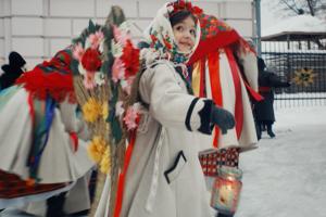 """Трогательно и от души: Vogue UA презентовал рождественское видео """"Ангелы среди нас"""""""