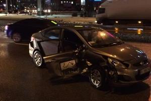 В Киеве столкнулись Mitsubishi и Hyundai, пострадали непристегнутые водители
