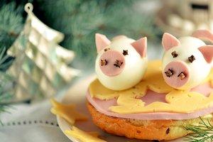 Как накрыть праздничный стол, чтобы привлечь удачу в наступающем году Свиньи