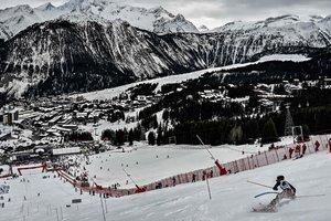 Травмы лица и переломы: горнолыжник вылетел с трассы на этапе Кубка мира