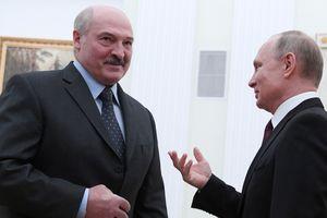 """Вокруг Лукашенко сжимается кольцо Кремля: Путин требует отчетности о """"слиянии"""" РФ и Беларуси"""