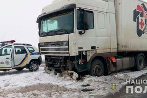 В Полтавской области столкнулись легковушка и грузовик: есть погибший и пострадавшие