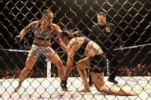 Жестокая женская драка в UFC: Нуньес избила Сайборг