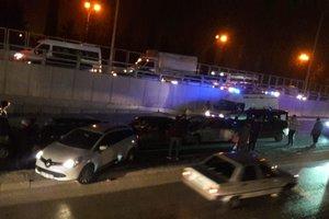 Масштабное ДТП на юге Турции: столкнулись 10 автомобилей, есть раненые