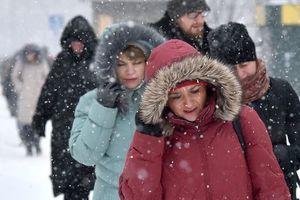 Плюсовая температура и снег: синоптики рассказали, какой сегодня будет погода