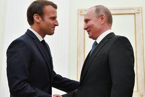 Макрон обсудил с Путиным нападение России на украинские корабли