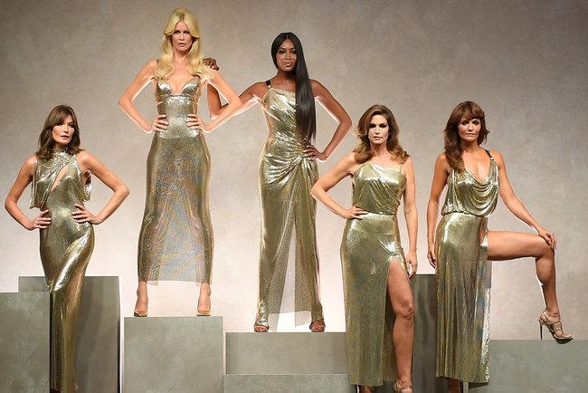 Легендарные платья Versace. Фото: Getty