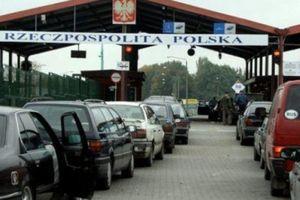 На границе с Польшей и Словакией застряли сотни автомобилей