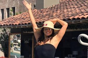 43-летняя Ева Лонгория показала стройную фигуру в купальнике