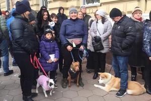 """В Одессе сторонники проекта """"Догтаун"""" вместе со своими собаками пикетировали здание полиции"""