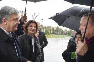 Как Порошенко встретили в Стамбуле: опубликованы фото