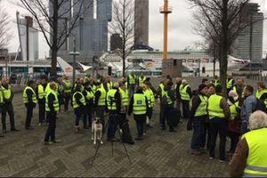 """""""Желтые жилеты"""" вышли на мирный протест в Нидерландах"""