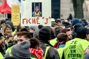 """Протесты """"желтых жилетов"""" в Париже: полиция задержала 35 человек"""