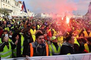 """Массовые аресты """"желтых жилетов"""": задержаны почти 350 человек"""