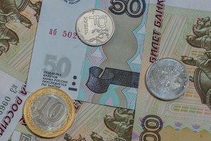Россия замерла в ожидании рекордного падения рубля