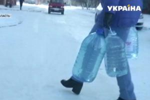 Жители поселка в Ровенской области почти неделю живут без воды