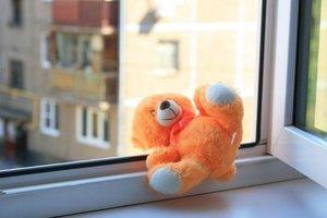 Во Львове подросток выпал из окна и погиб