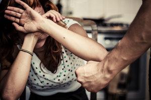 Закон о противодействии домашнему насилию вступил в силу
