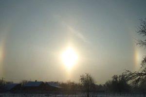 Под Киевом жители села увидели необычное явление – нимб над Солнцем