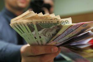 В Киеве двое полицейских брали деньги за бесплатные справки