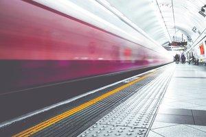 Россиянин выпил три литра пива и прыгнул под поезд в метро