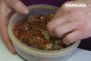 """Уникальный """"солнечный камень"""": почему украинский янтарь ценится в мире"""