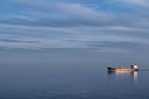 Шансы выжить близки к нулю: в Балтийском море ищут моряка из Украины