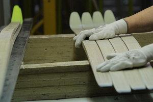 Как в производят лыжи в Украине: репортаж с фабрики в Мукачество