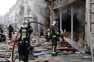 Число жертв взрыва газа в пекарне Парижа возросло до четырех