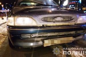 В Киеве трое иностранцев напали с ножом на таксиста и угнали его авто
