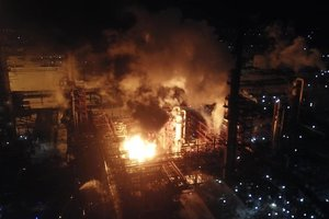 В Калуше заверили, что опасности для населения из-за пожара на заводе нет