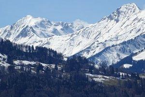 Во Франции два человека погибли при взрыве устройства, вызывающего лавину