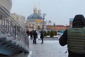 В центре Киева грабители приковали прохожего наручниками к лестнице