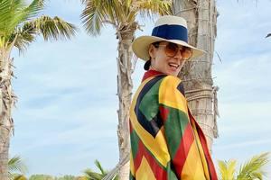 В пестром сарафане на фоне пальм: Маша Ефросинина отдыхает в ОАЭ с мужем и сыном