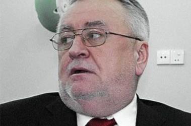 Губернатор Волыни подал в отставку и стал на колени перед митингующими!