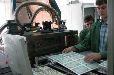 Табачник показал как печатают настоящие дипломы Новости Украины  Журналистам показали как печатают дипломы Фото quot Сегодня quot