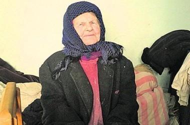 Пожилая бабка обосалась