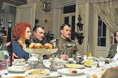 В «Белой гвардии» Снежкина и Роднянского. Много пьют, поют и едят, но плохо играют