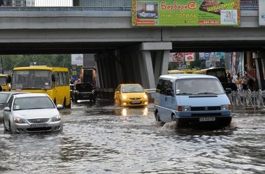 Пол-Киева может уйти под воду