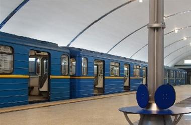 """На """"красной"""" ветке киевского метро поломался поезд"""