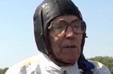 90-летний герой из Донбасса осуществил заветную мечту - прыгнул с парашютом. ФОТО