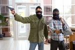 Грабителям банков, убившим сообщника и его девушку, дали пожизненное