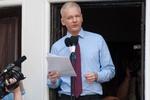 Ассанж готов год жить в посольстве