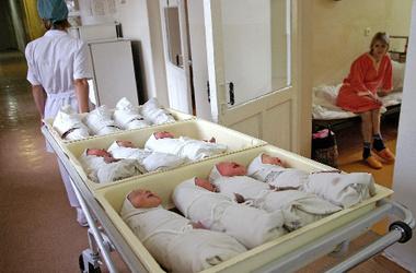 Украинцам поднимут выплаты при рождении ребенка
