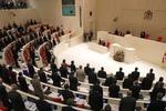 Новый грузинский парламент начал работу со скандала